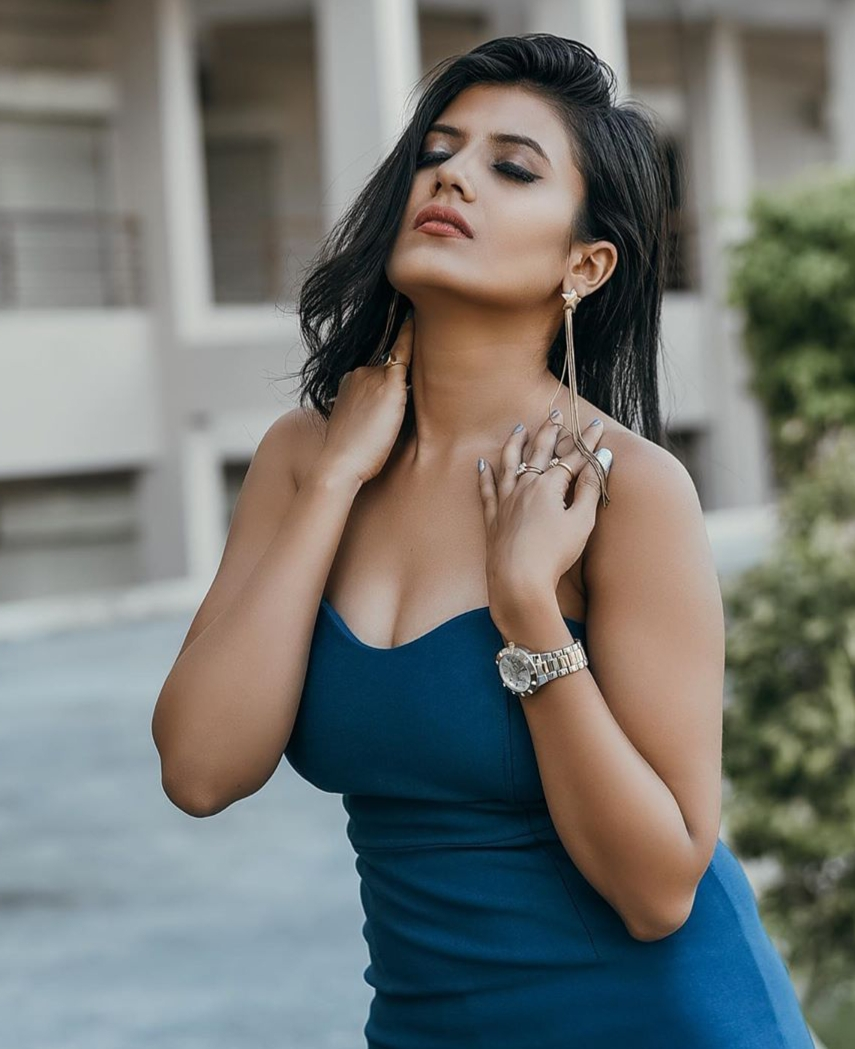KOLKATA ESCORTS SERVICE WITH EMMAESCORTS